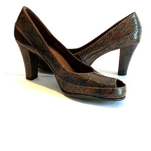 A2 Aerosoles size 10 brown snakeskin Big Ben heels